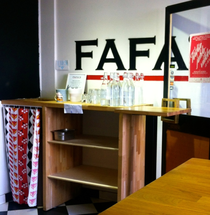 Used dishes stand & bin at Fafa's