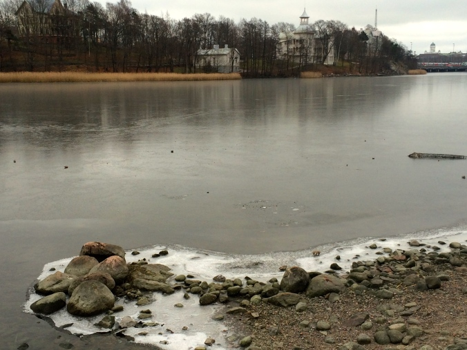 Töölönlahti starting to freeze